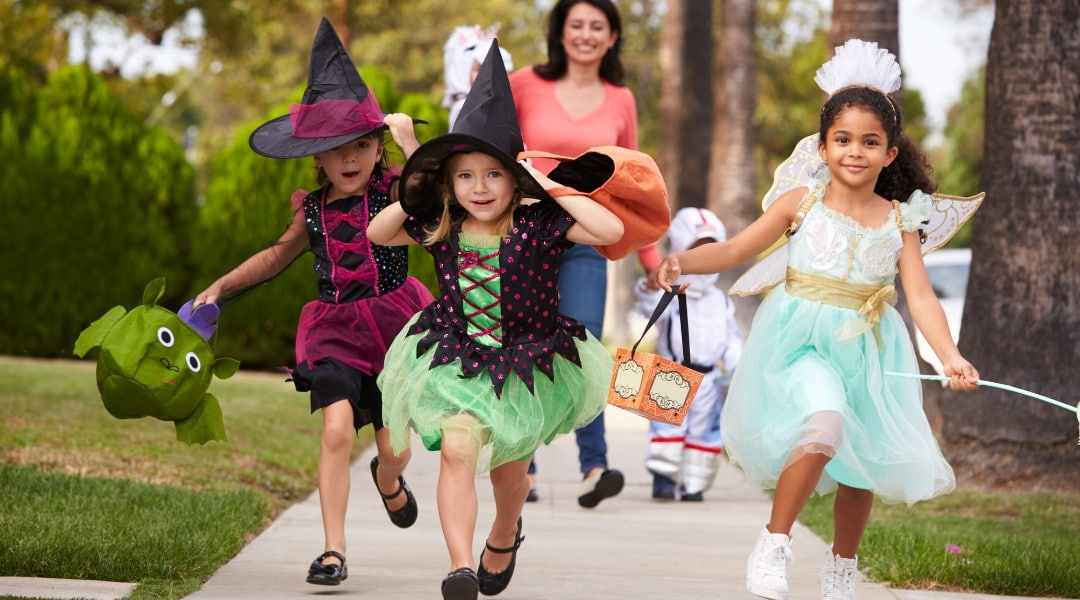 12+ Halloween Safety Tips You NEED To Know