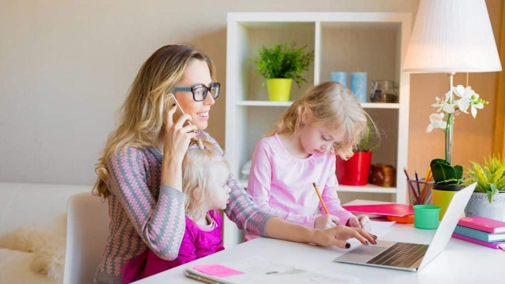 Mom working from home with kids 1024x576 1